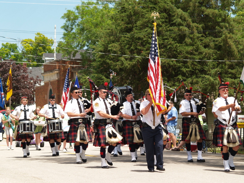 Kenosha Pipes and Drums wows the huge crowd