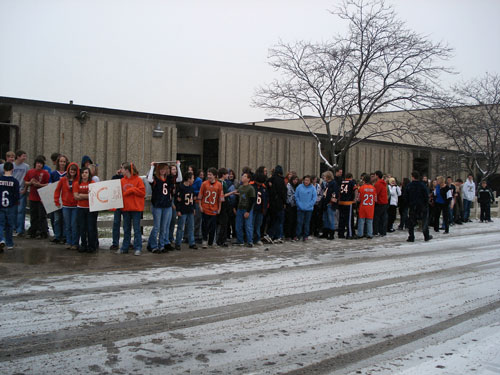 The student body braved chilly, snowy weather to welcome Chicago Bear Roberto Garza to Bristol School. /Lisa Weiner photo