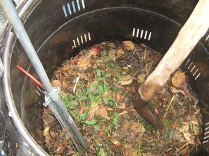 compost-barrel-stock-wikicom-pd-web