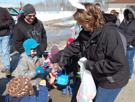 Salem town Chairman Diann Tesar distributes a few extra eggs.