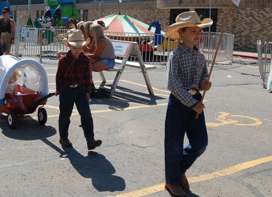 2013-kids-parade-11