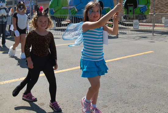 2013-kids-parade-16