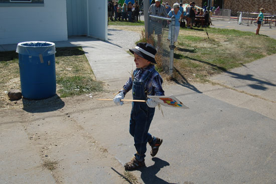 2013-kids-parade-4