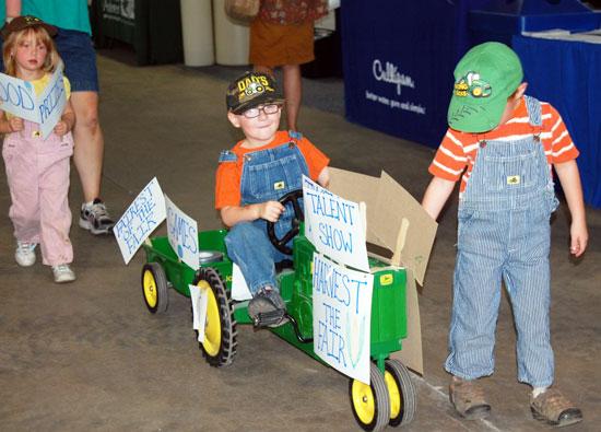 2013-kids-parade-50
