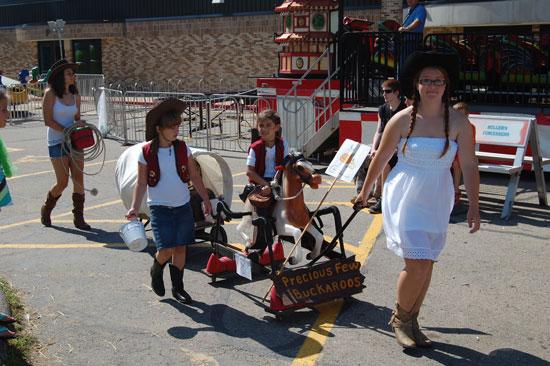 2013-kids-parade-6