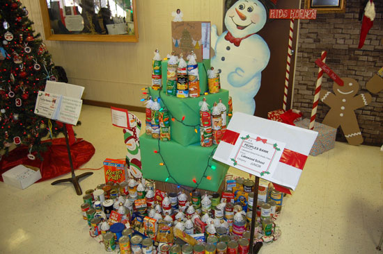 This tree was  sponsored by Peoples Bank (a westofthei.com advertiser) and decorated by Lakewood School.